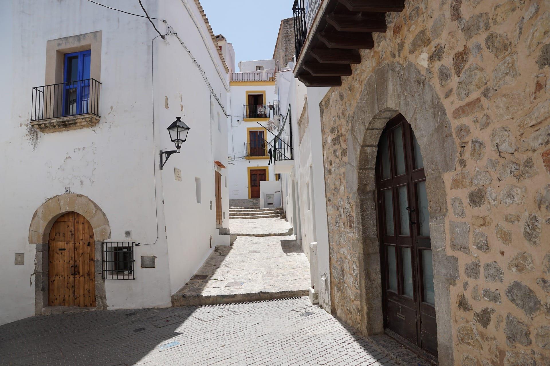 Ein Einblick in die Geschichte von Dalt Vila und Ibiza